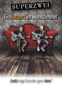Schmittie und Jay von dem Comedy-Duo Superzwei sitzen auf einer roten Couch